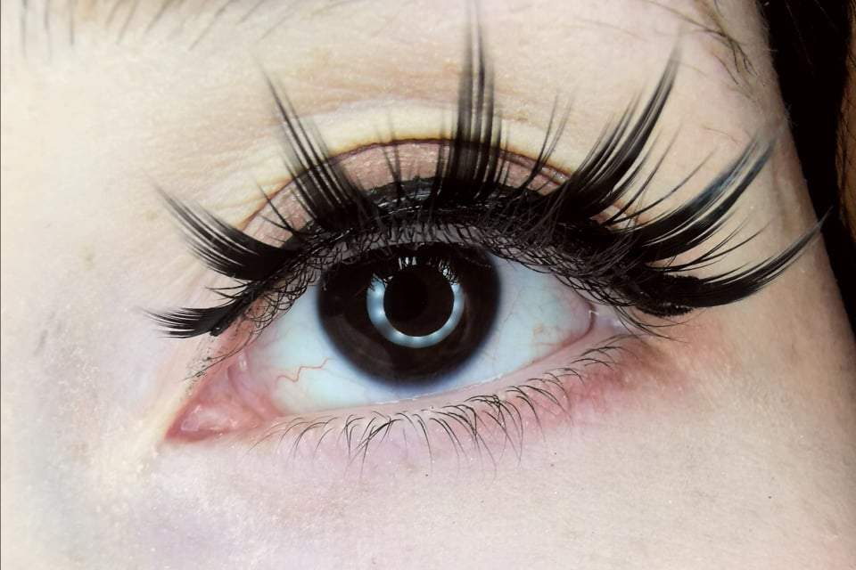 Kontaktlinsen für dunkle Augen – Teil 1